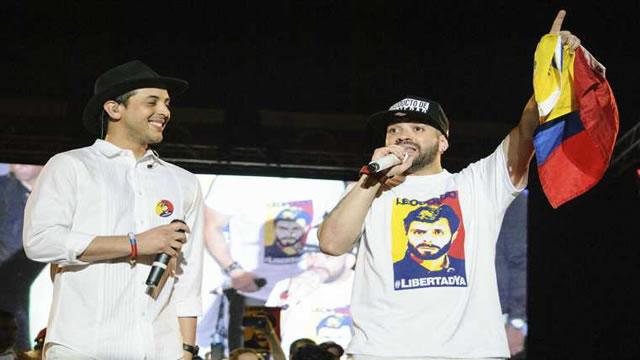 Nacho junto a Víctor Muñoz en el escenario