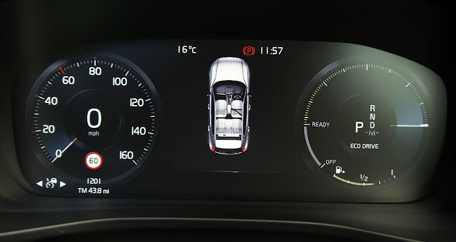 Volvo XC40 digital instruments