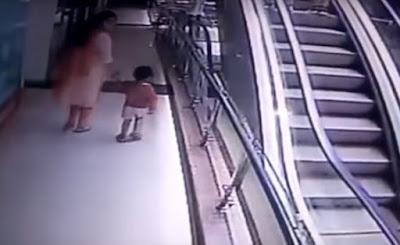 Bebê morre após cair do colo da mãe; mulher se desequilibrou ao tirar selfie
