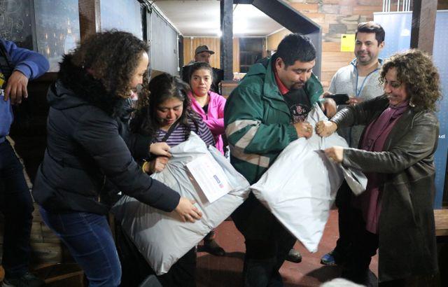 Reciben kits de ropa nueva avaluada en $50mil