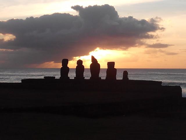 Atardecer en Tahai, Ahu Vai Uri, Isla de Pascua