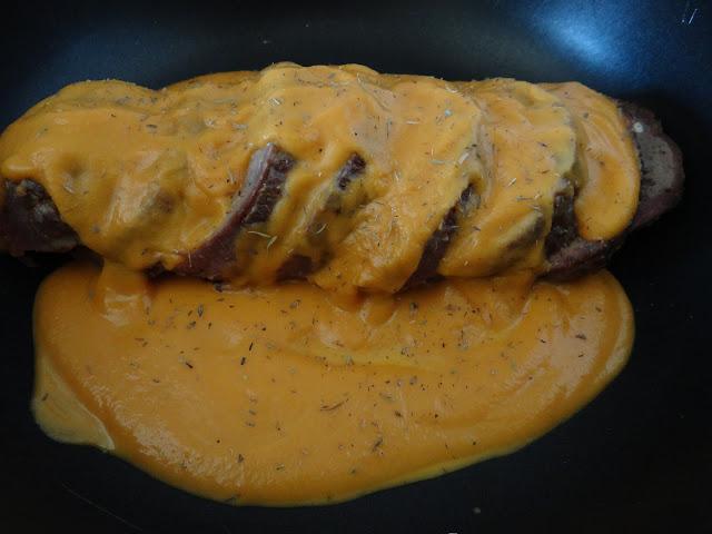 Roti relleno en salsa