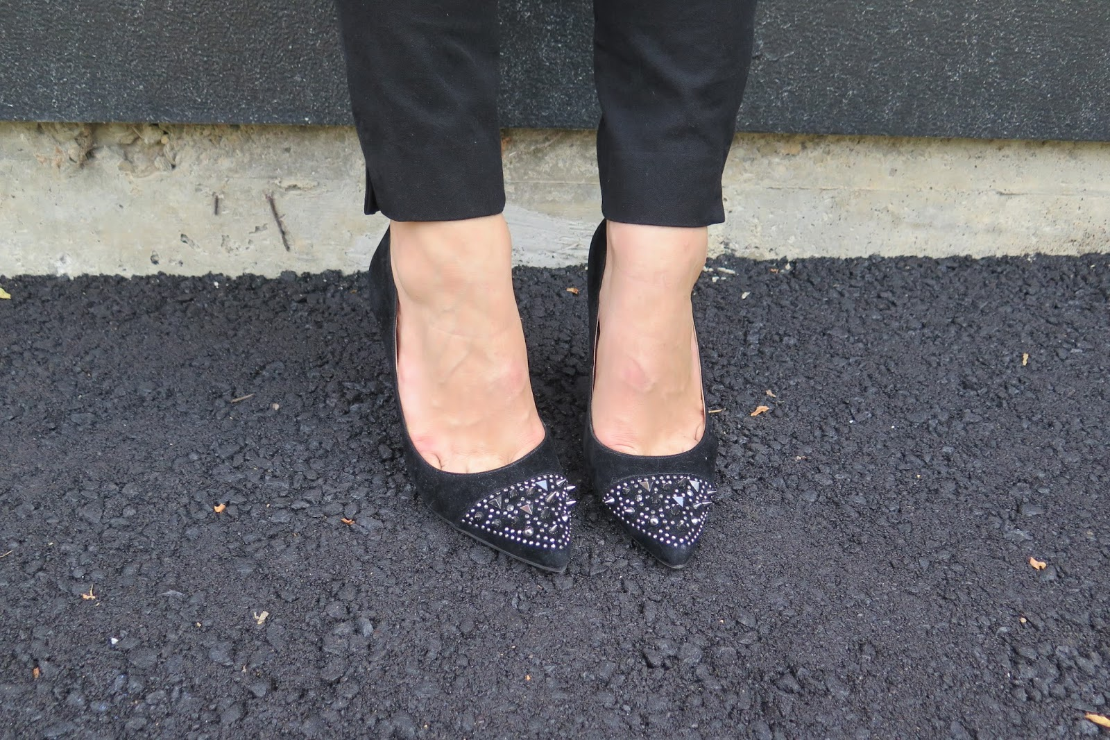black-shoes-stud-detailing