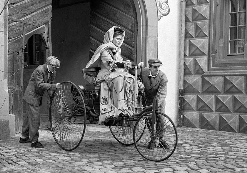 Берта Бенц за рулём первого автомобиля