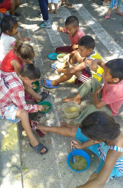 caritas-cristo-rey-realizo-el-sancochazo-la-villa