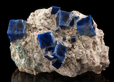 Cristales de Boleita en su roca matriz