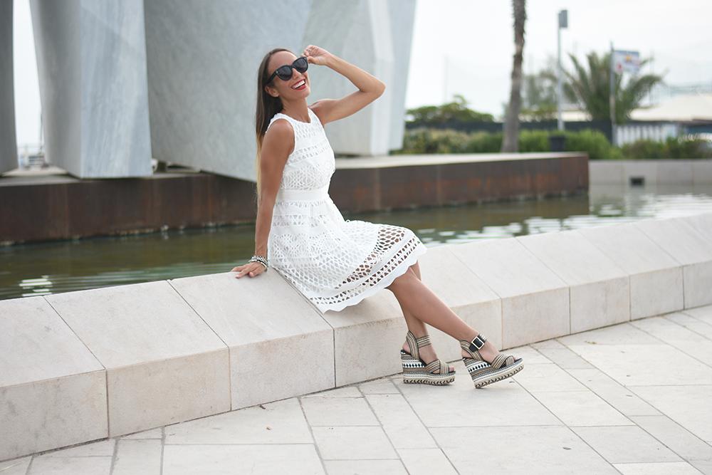 abito bianco clips