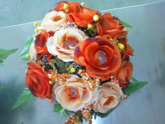 BENTUK BULAT  Gubahan bunga berbentuk bulat sangat mudah kerana majoriti  bunga berbentuk bulat. Jenis gubahan ini sangat sesuai untuk diletakkan di  meja ... cd06e3df16