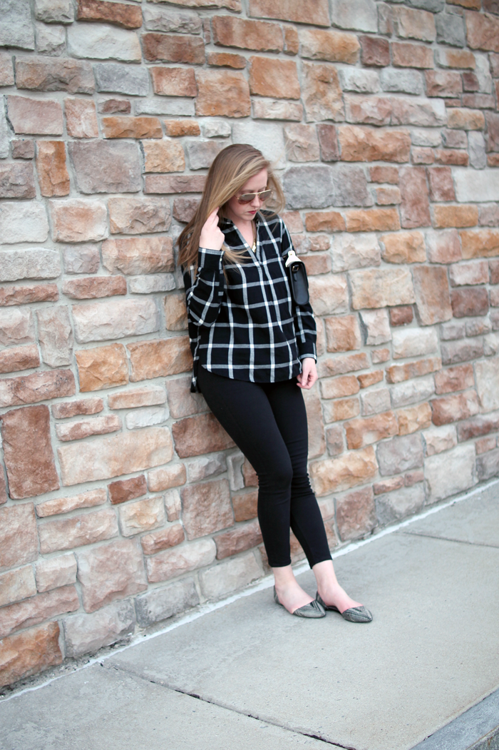 boston blogger spring, old navy spring style, old navy check shirt, old navy, boston fashion blogger, black and white spring, black and white fashion
