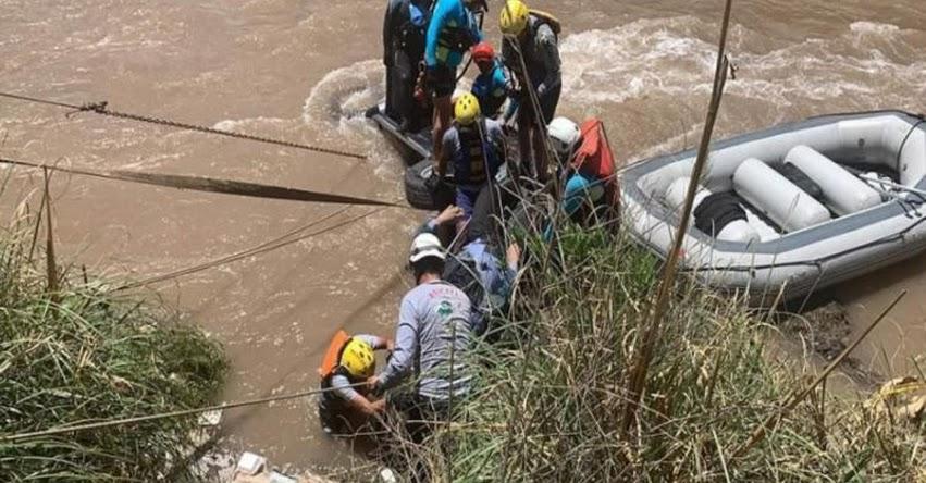 TRAGEDIA: Vehículo del programa social Qali Warma cae al río Vilcanota en Quispicanchi - Cusco