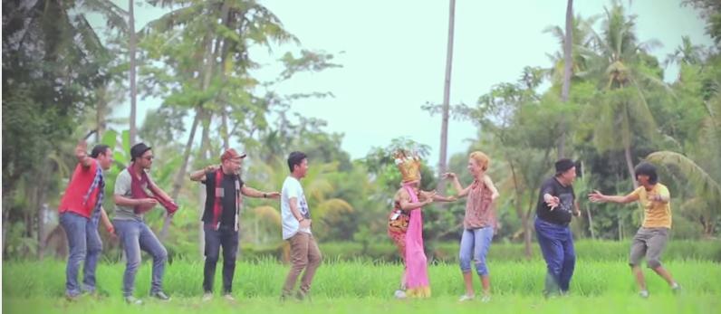 Video klip Selalu Ada Cinta, Syaharani.