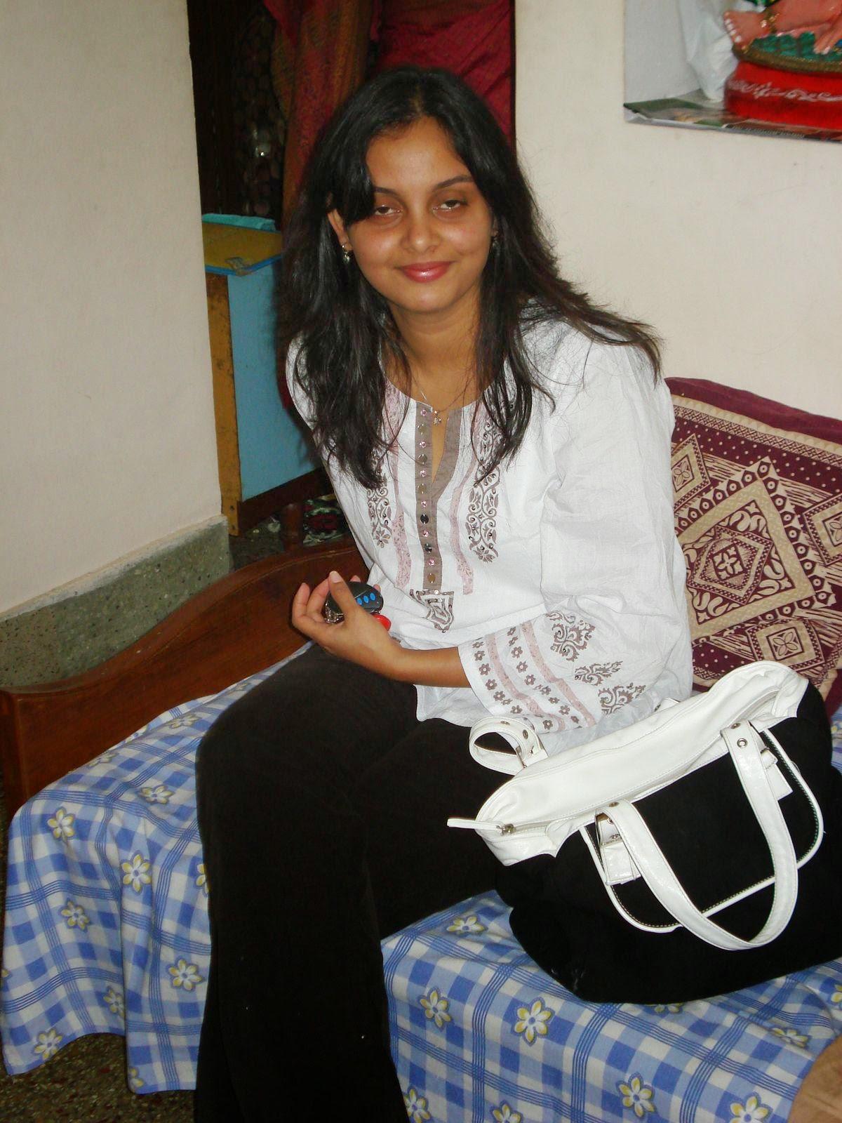 Desi Beautiful Hot Girls In Bedroom New Hd 2015 Pictures -1883