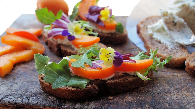 Makanan daging bertabur bunga (brit.co)