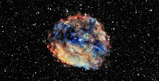 A neutron star located in the center of the RCW 103 supernova remnant about 10,700 light years from Earth. Credit: X-ray: NASA/CXC/University of Amsterdam/N.Rea et al; Optical: DSS