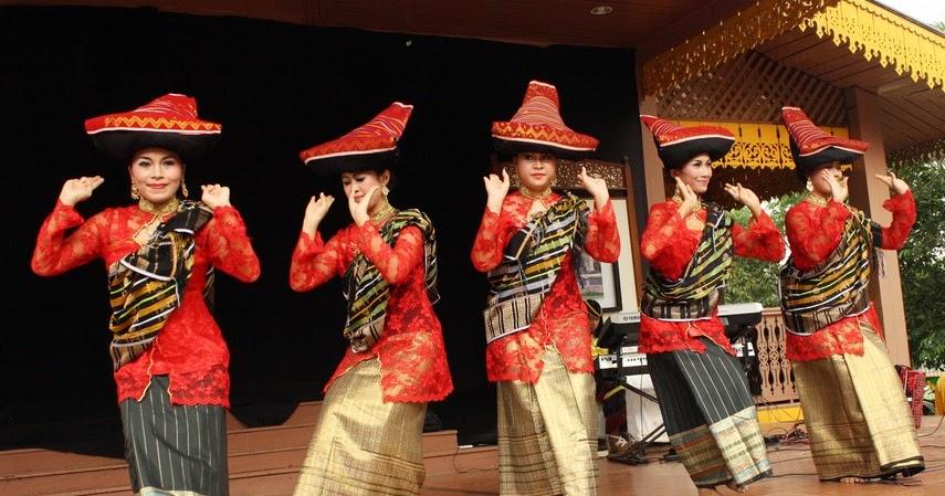 Tari Piso Surit Tarian Tradisional Dari Suku Batak Sumatra Utara Kamera Budaya
