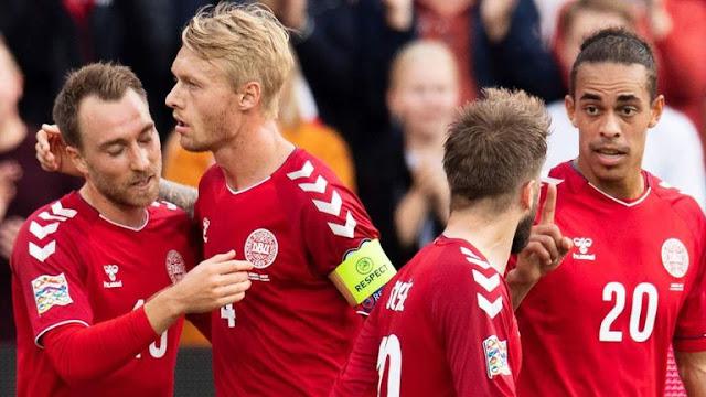 Christian Eriksen Celebrates with teammates