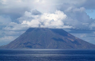 Pesona Dan Eksotisme Gunung Anak Krakatau Di Selat Sunda