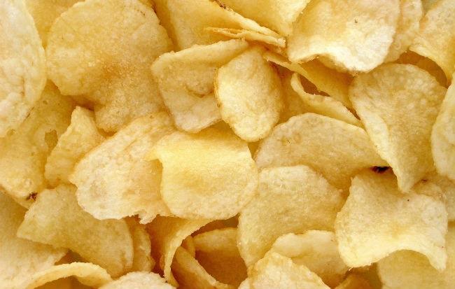 Chips e patatine fritte sono ricche di sale
