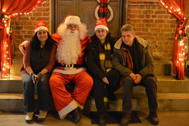 Οι εθελοντές του Χριστουγεννιάτικου Χωριού του Κόσμου (ΦΩΤΟ 26-12-16)