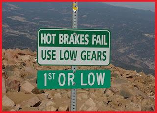 mungkin istilah ini sering kali anda dengarkan namun belum begitu tahu atau paham mengena Cara Aman Melakukan Engine Brake Pada Mobil