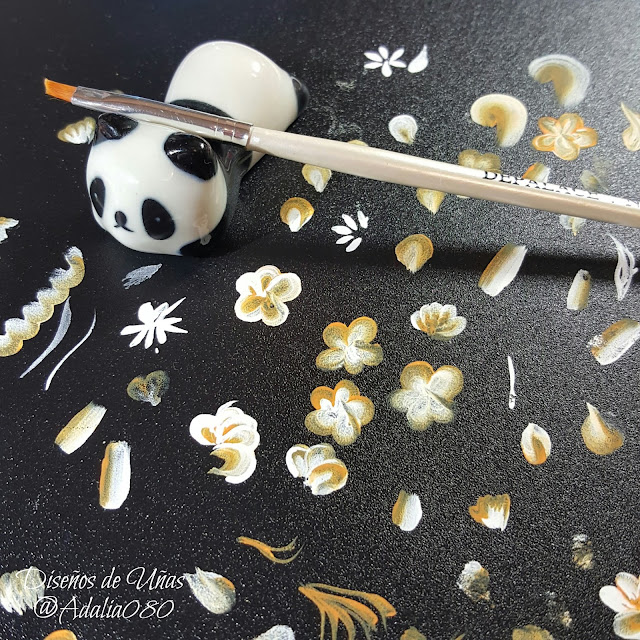 http://www.nurbesten.de/nail-brush-rack-ceramic-stand-holder-cute-panda-manicure-nail-tool-random-pattern-p-38590.html