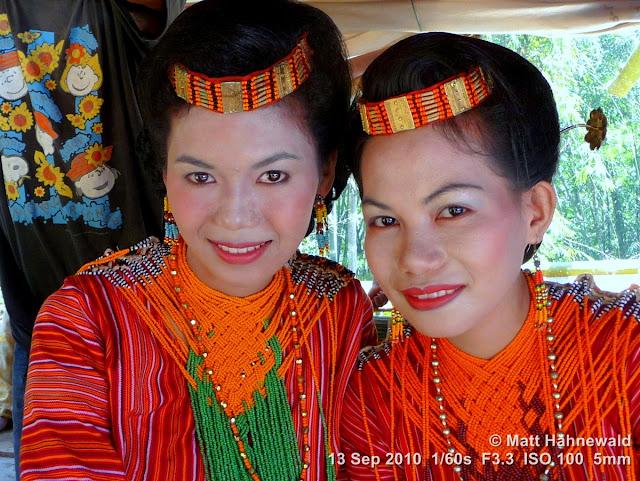 double portrait; street portrait; people; Indonesia; South Sulawesi; Tana Toraja; folk costume; Toraja traditional garment; young women; young Toraja women; beautiful