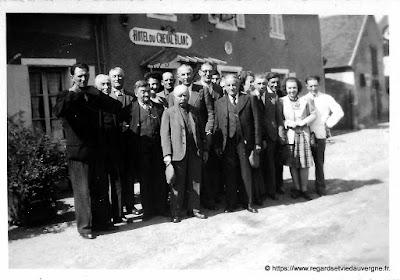 Photo noir et blanc de l'hôtel du Cheval Blanc de Chevagnes, 03