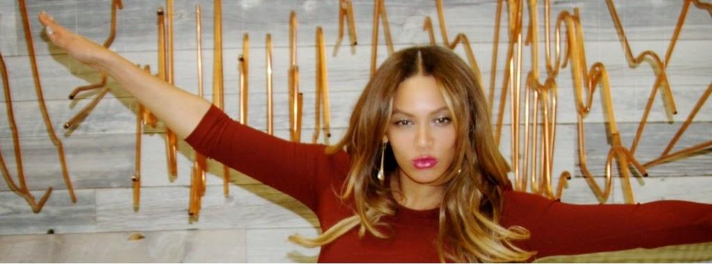 """A cantora Beyoncé postou várias fotos inéditas em seu site oficial. Elas  são de uma sessão de fotos """"caseira"""", que não será publicada em lugar  nenhum. 1aa35d2f7d"""