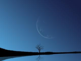 Blauwe achtergrond met volle maan