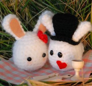 http://translate.google.es/translate?hl=es&sl=auto&tl=es&u=http%3A%2F%2Fwww.ahookamigurumi.com%2Fen%2Fvalentine-bunnies-free-pattern%2F
