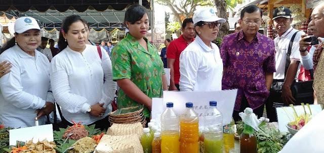 Tim PKK Provinsi Bali melakukan kunjungan ke contoh Rumah Hatinya