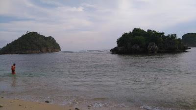 Wisata Pantai Gatra di Malang