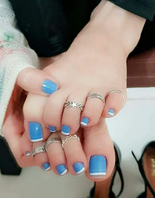 Toe Nail trend blue and white polish