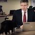Прийшов на каву: Кіт перервав звернення мера Риги (відео)