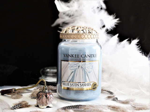avis Blue Satin Sashes de Yankee Candle, blue satin sashes, rubans de satin bleus yankee candle, edition limitee yankee candle, bougie yankee candle, bougie blue satin sashes, blue satin sashes review, blog bougie, avis blue satin sashes, yankee candle review