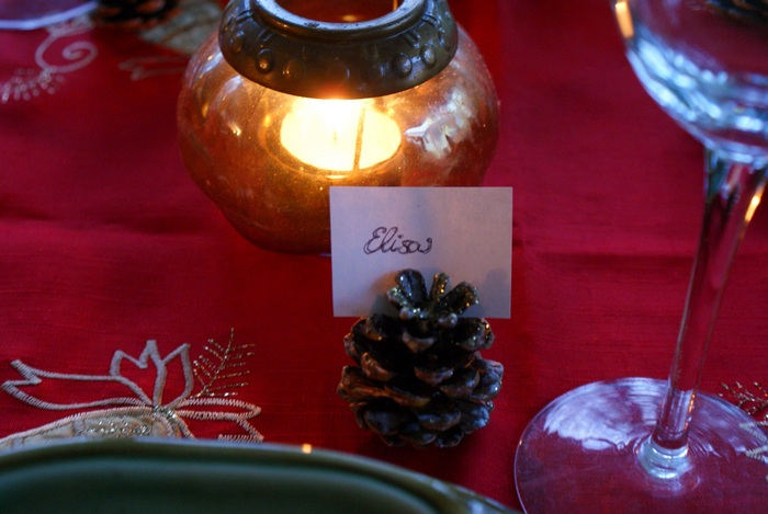 pinecones placeholders table christmas diy