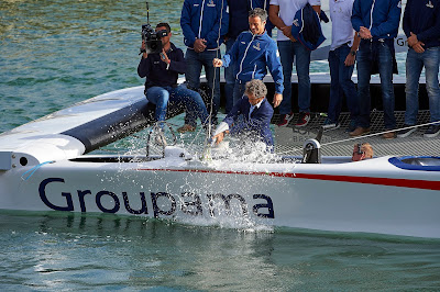 Alain Prost baptise l'AC45 Turbo de Groupama Team France