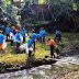 Peringati Hari Buruh Aqua Tanam Pohon Ditepi Sungai Pusur.