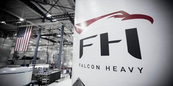Η SpaceX αποκάλυψε τις πρώτες εικόνες του βαρέος πυραύλου της, Falcon Heavy