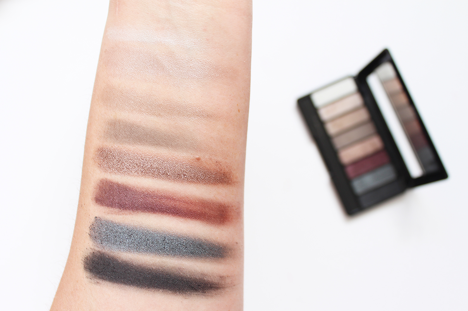 RIMMEL   Magnif'eyes Contouring Eye Palettes - Review + Swatches - CassandraMyee