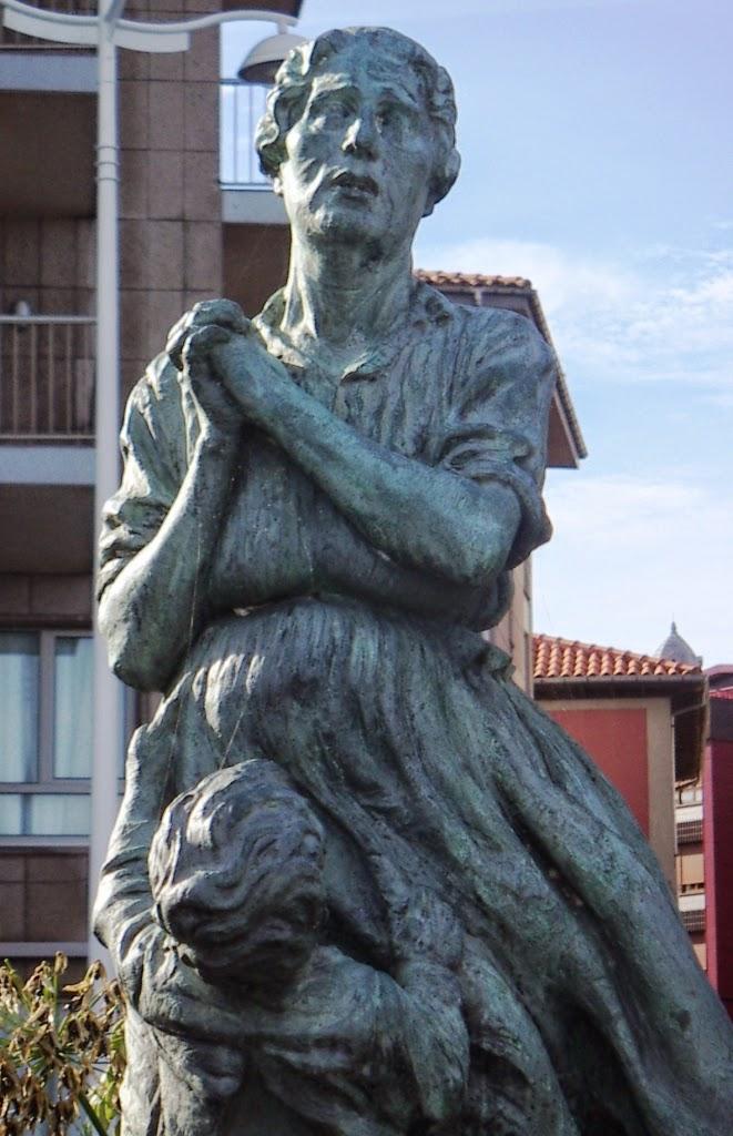 Marinera, escultura de Antón