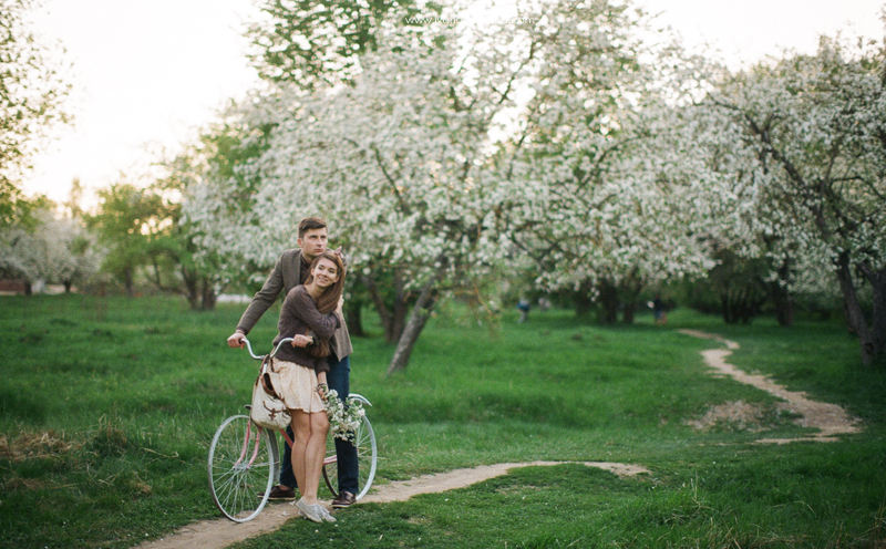 свадебная фотосъемка,свадьба в калуге,фотограф,свадебная фотосъемка в москве,фотограф даша иванова,идеи для свадьбы,образы невесты,фотограф москва,выездная церемония,выездная регистрация,love story,тематическая свадьба,тематическое love story,идеи для лав стори,ретро-съемка,лав стори в цветущих садах,лав стори в цветущих яблонях,фотосъемка с велосипедом,ретро-фотосъемка