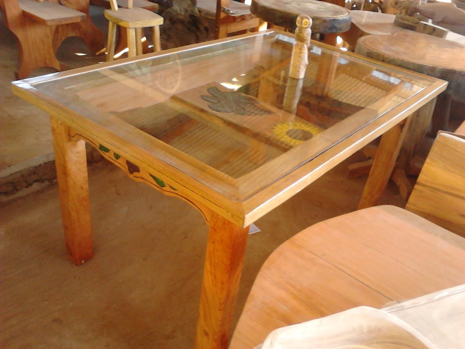 Mesa rstica com vidro