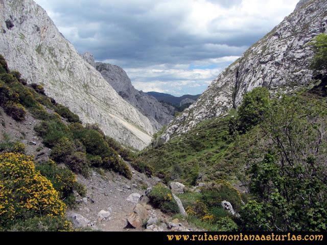 Ruta Lindes - Peña Rueda - Foix Grande: Entrando en la Foix Grande