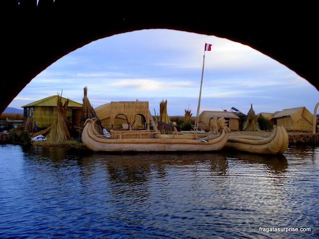 Ilhas Flutuantes dos Uros, no Lago Titicaca, perto de Puno