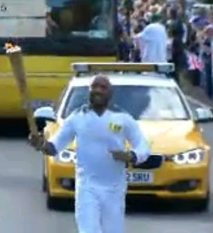 banky w carrying the olympic torch