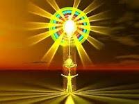 L'Energie De Vie possède En Potentialité toute la connaissance et le savoir en théorie, dans sa relation avec La Lumière-Divine qui Remplit Le Grand-Tout