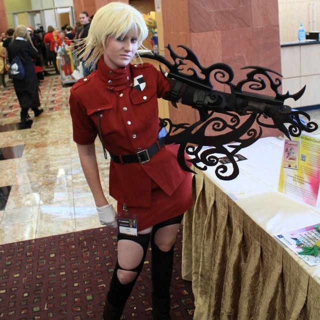 Seras Victoria Cosplay Black: A Girl Named Edward: Cosplayer Interview: Samantha Witt