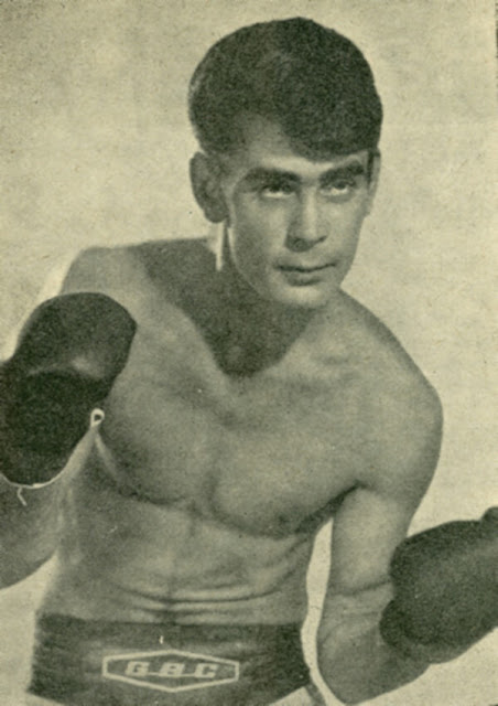 El boxeador sordo José Hernández García posando
