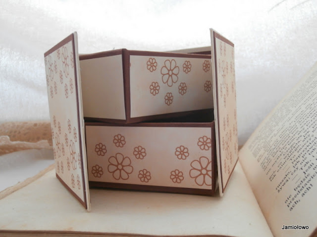 papierowe pudełko na drobne przedmioty